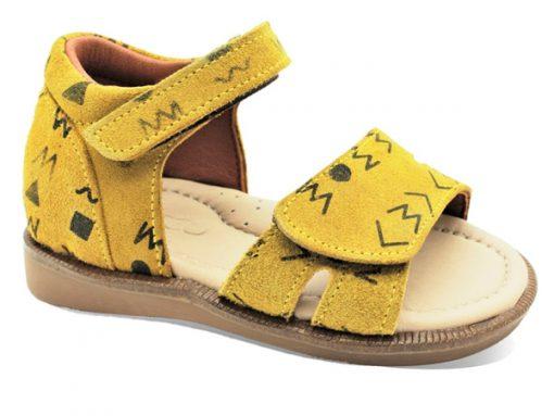 детски сандали- жолта боја