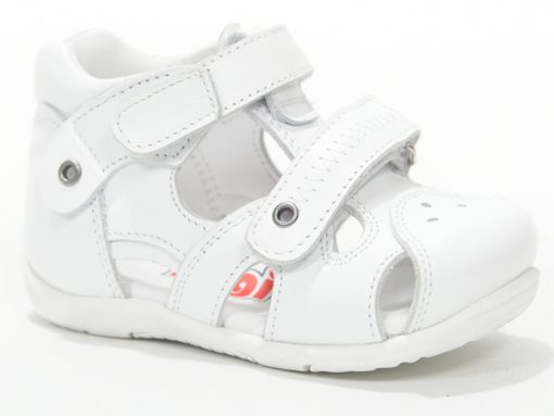 бебешки сандали- бела боја