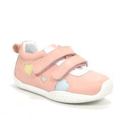 детски патики- розева боја со срциња